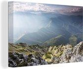 Mist over het landschap van het Roemeense Nationaal park Piatra Craiului Canvas 60x40 cm - Foto print op Canvas schilderij (Wanddecoratie woonkamer / slaapkamer)