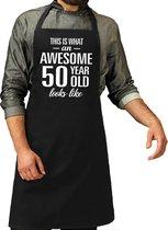 Awesome 50 year / 50 jaar cadeau bbq/keuken schort zwart voor heren -  kado barbecue schort voor verjaardag / Abraham