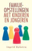 Boek cover Familieopstellingen met kinderen en jongeren van Ingrid Dykstra (Paperback)