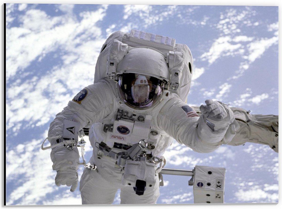 Dibond - Astronaut in de Lucht - 40x30cm Foto op Aluminium (Met Ophangsysteem)