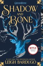 Boek cover Shadow and Bone van Leigh Bardugo (Paperback)