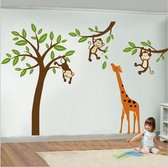 Muursticker kinderkamer boom met aapjes en giraffe - Muurstickers babykamer