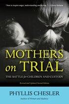 Omslag Mothers on Trial