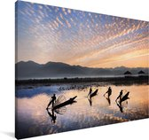 Ochtend op Inlemeer in Myanmar Canvas 140x90 cm - Foto print op Canvas schilderij (Wanddecoratie woonkamer / slaapkamer)