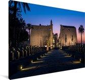 Vooraanzicht van een prachtige tempel in Luxor Canvas 180x120 cm - Foto print op Canvas schilderij (Wanddecoratie woonkamer / slaapkamer) XXL / Groot formaat!