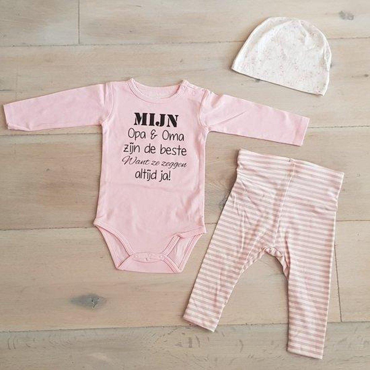 Baby Meisjes Setje 3-delig newborn | maat 62-68 | roze mutsje beertje roze broekje streep en roze romper lange mouw met tekst zwart mijn opa en oma zijn de beste want ze zeggen altijd ja