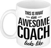 This is what an awesome coach looks like tekst cadeau mok / beker - 300 ml - Coach / trainer kado