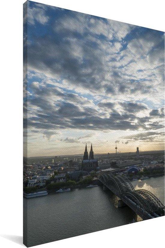 De Dom van Keulen na zonsopkomst in Europa Canvas 80x120 cm - Foto print op Canvas schilderij (Wanddecoratie woonkamer / slaapkamer)