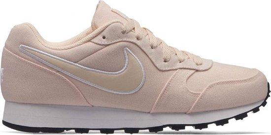 bol.com | Nike MD Runner 2 Dames Sneakers - Schoenen - roze - 39