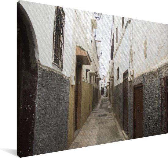 Nauwe straten in de Marokkaanse stad Casablanca Canvas 90x60 cm - Foto print op Canvas schilderij (Wanddecoratie woonkamer / slaapkamer)