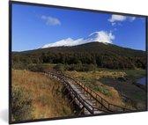 Foto in lijst - Mooie blauwe lucht boven Nationaal park Tierra del Fuego fotolijst zwart 60x40 cm - Poster in lijst (Wanddecoratie woonkamer / slaapkamer)