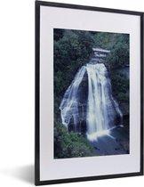 Foto in lijst - Waterval in Nationaal park Te Urewera fotolijst zwart met witte passe-partout 40x60 cm - Poster in lijst (Wanddecoratie woonkamer / slaapkamer)