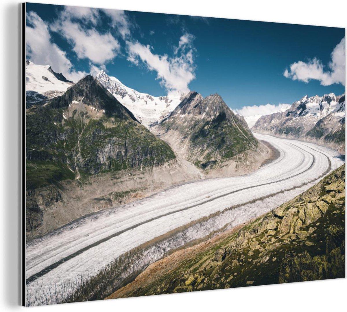 Europese Aletschgletsjer met blauwe lucht en wolken op de achtergrond Aluminium 30x20 cm - klein - Foto print op Aluminium (metaal wanddecoratie)