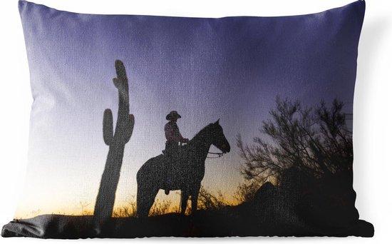 Buitenkussens - Tuin - Silhouet van een cowboy bij een cactus met zonsondergang - 50x30 cm