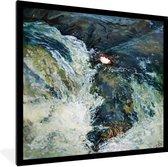 Foto in lijst - Olieverf schilderij van een vogel bij een  waterval fotolijst zwart 40x40 cm - Poster in lijst