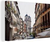 Steeg met uitzicht naar Plaza Mayor in het Spaanse Madrid Canvas 30x20 cm - klein - Foto print op Canvas schilderij (Wanddecoratie woonkamer / slaapkamer)