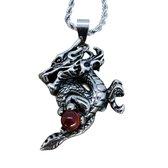 Edelstaal hanger Chinees Draak houd een robijn kristal bol vast in poot, met gratis echte leer ketting.