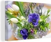 Blauwe tulpen in een boeket canvas 60x40 cm - Foto print op Canvas schilderij (Wanddecoratie woonkamer / slaapkamer) / Bloemen Canvas Schilderijen