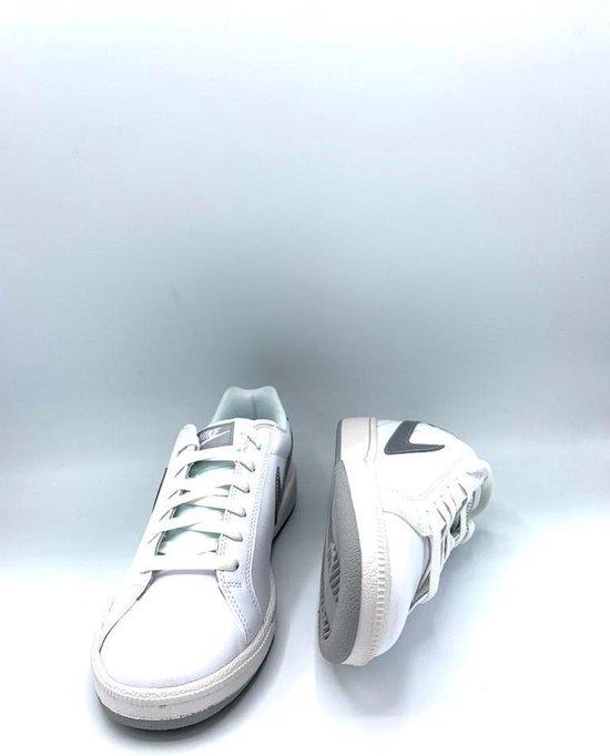Wmns Nike Court Majestic Maat 42