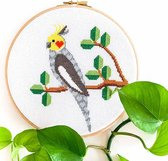 Valkparkiet borduurpakket | Botanisch borduurpakket voor beginners | Tropische vogel borduren | Borduurpakket inclusief borduurring en DMC garen