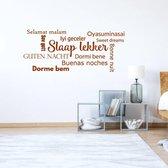 Muursticker Slaap Lekker In Diverse Talen -  Bruin -  80 x 31 cm  - Muursticker4Sale
