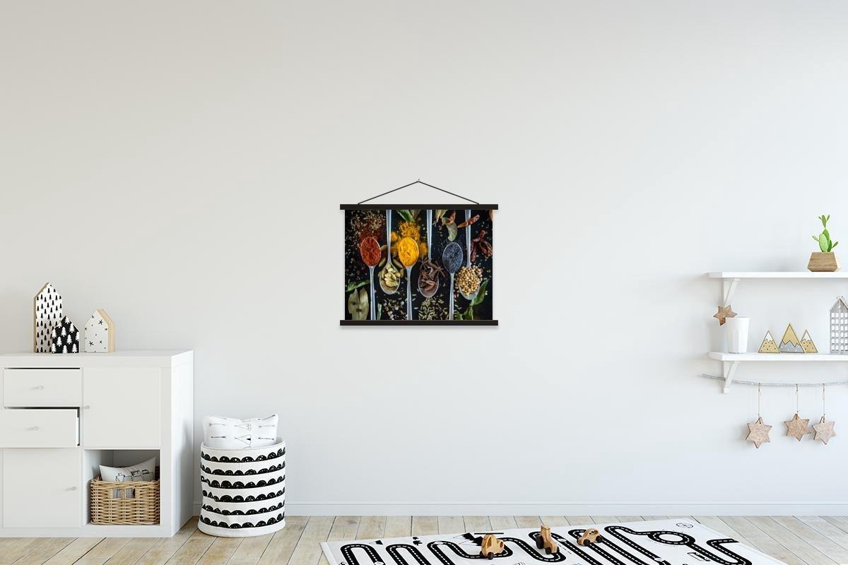 Kruiden op lepels textielposter latten zwart 40x30 cm - klein - Foto print op schoolplaat (wanddecoratie woonkamer/slaapkamer)