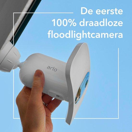 Arlo Pro 3 Floodlight Camera | Huisbeveiligingscamera met 2K video en HDR | Draadloos, weerbestendig, nachtvisie in kleur, schijnwerper, 160-graden kijkhoek en 2-kanaals audio - FB1001