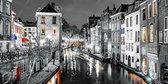 JJ-Art | De Oudegracht, Oude gracht in Utrecht in zwart wit, Nederland in schilderij look | stad, modern, sfeer | Foto schilderij print op Glas (plexiglas wanddecoratie) | KIES JE MAAT