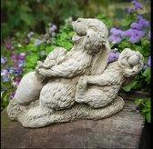Betonnen tuinbeeld - konijntjes met wortel