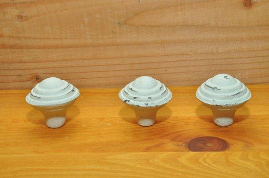 Kastknop van Kolony, Vintage, wit ,bol.