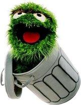 Handpop Oscar in de vuilemmer