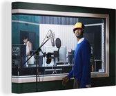 Hiphop artiest in de opnamestudio 140x90 cm - Foto print op Canvas schilderij (Wanddecoratie woonkamer / slaapkamer)