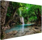 Erawan Waterval in jungle Thailand foto Canvas 80x60 cm - Foto print op Canvas schilderij (Wanddecoratie woonkamer / slaapkamer)