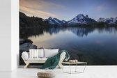 Prachtig uitzicht op de Mont Blanc berg vanaf het meer fotobehang vinyl breedte 420 cm x hoogte 280 cm - Foto print op behang (in 7 formaten beschikbaar)