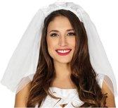 Verkleedaccessoire bruidssluier met witte roosjes voor dames - Verkleedkleding/carnavalskleding - Verkleedaccessoire voor vrijgezellenfeest
