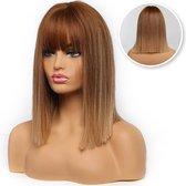SassyGoods® Bruine Pruik - Ombre Kleur - Pruiken Dames - Wig - Steil haar - Pony - Verstelbaar - Bruin - 40 cm