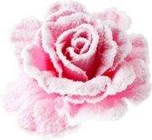 Roze roos met sneeuw op clip 10 cm - kerstversiering