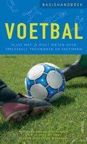 Boek cover Basishandboek voetbal. Alles wat je moet weten over spelregels, technieken en tactieken van Bruno Godard
