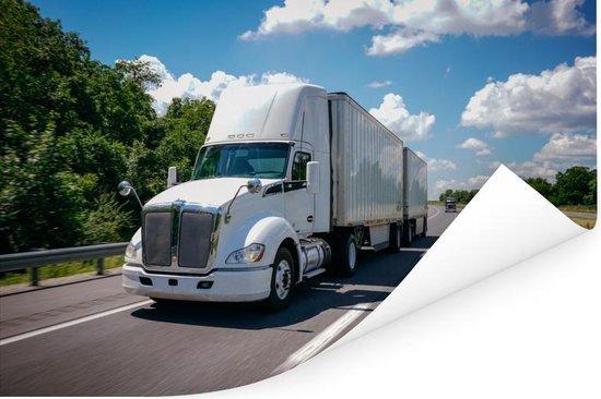 Wit gekleurde vrachtwagen op een snelweg Poster 180x120 cm - Foto print op Poster (wanddecoratie woonkamer / slaapkamer) XXL / Groot formaat!