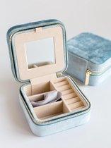Lily&Co® Luxe Sieradendoosje Voor Op Reis - Compacte Sieraden Box - Cadeau Voor Haar - 10x10x5cm - Dusty Blue