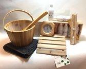 saunaset cadeauset blank hout compleet met: emmer, lepel, handdoek, 6 x 250ml geurenset in houten kistje, hygro/temperatuur meter, zandloper, opgiethanddoek en minicursus opgieten
