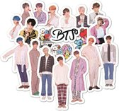 BTS stickers set met 40 stuks - K-pop - Suga - J-hope - Jung Kook - Jin - Rap Monster - V - Jimin - Bangtan Boys - laptop sticker - koelkast sticker- koffer sticker - telefoon sticker