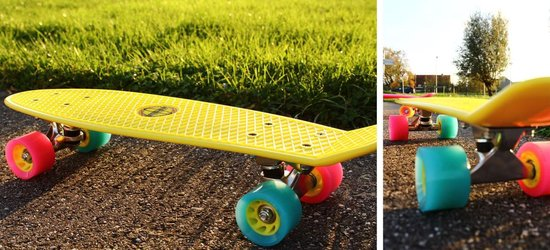 "Nijdam Kunststof Skateboard 22.5"" - Flipgrip-board - Fuchsia/Fluororanje/Blauw"