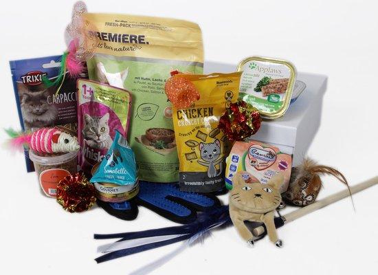 PetLoveBox Kattendoos - Verrassing cadeau voor katten én kattenliefhebbers - kattenspeeltjes, kattenvoer, kattensnoepjes en katten speelgoed + gratis vachthandschoen (rechts)