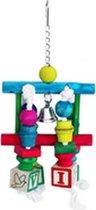 Speeltje met blokken, touw, balkjes en dobbel blokken leuk om aan te hangen