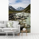 Fotobehang vinyl - Rivieren in het Nationaal park Aoraki/Mount Cook op het Zuidereiland breedte 160 cm x hoogte 240 cm - Foto print op behang (in 7 formaten beschikbaar)
