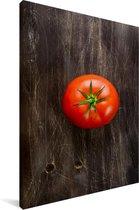 Verse tomaat op een houten achtergrond Canvas 40x60 cm - Foto print op Canvas schilderij (Wanddecoratie woonkamer / slaapkamer)
