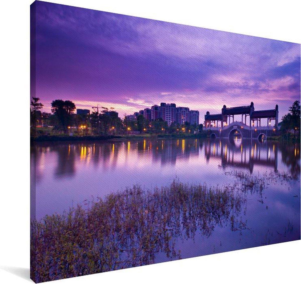 Paarse lucht boven Foshan in Azië Canvas 180x120 cm - Foto print op Canvas schilderij (Wanddecoratie woonkamer / slaapkamer) XXL / Groot formaat!