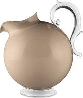 Baci Milano Aqua kunststof schenkkan / pitcher / karaf  op voet - solid taupe - 2.25L in mooie giftbox
