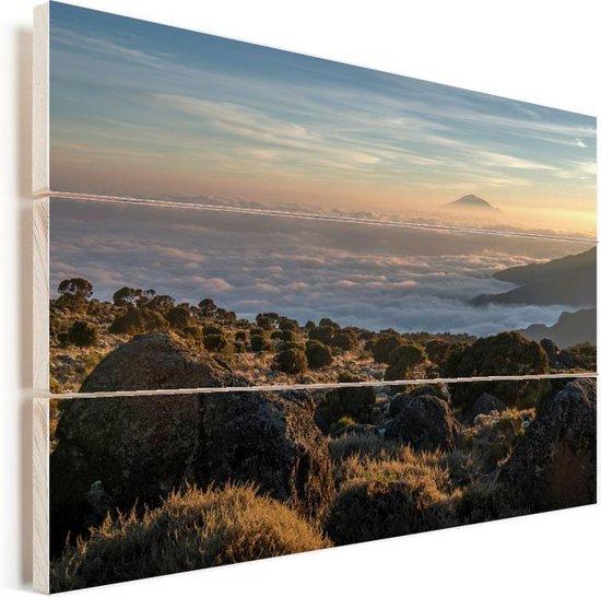 De Afrikaanse Kilimanjaro bij Tanzania Vurenhout met planken 30x20 cm - klein - Foto print op Hout (Wanddecoratie)